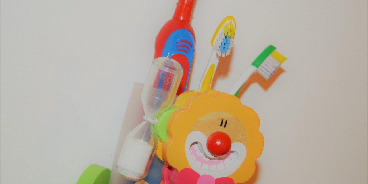 Zähne putzen –  15 Tipps, wie Dein Kind kooperiert